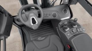 Großzügige Fahrerkabine der neuen Linde Dieselstapler