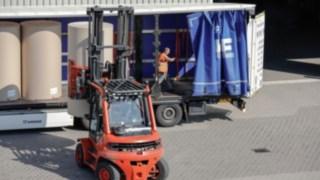 Linde Flurförderzeuge auf einem Firmengelände