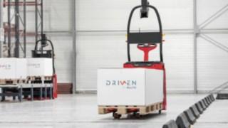 Automatisiertes Linde Gerät mit einem Paket
