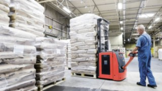 pallet_stacker_L16_moving_lithium_ion-4421_4992_CX