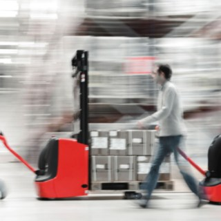 pallet_truck-moving-retail-3516_E