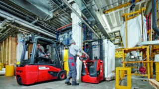 pallet_stacker-moving-construction-0646