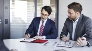 Finanzierungsberatung in einem Meetingraum