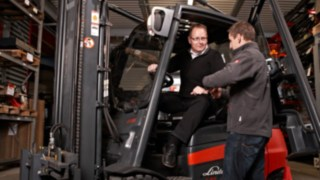 Durchführung der jährlichen Nachunterweisung für Staplerfahrer